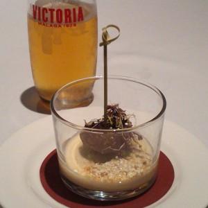 Gazpachuelo de foie con miniburguer de pato